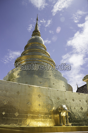 wat phra singh temple in chang