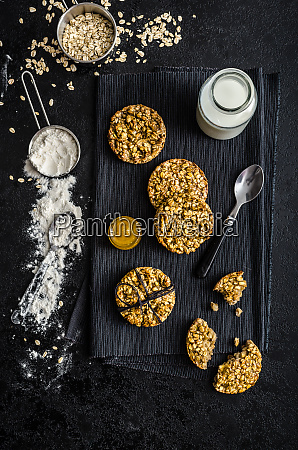 banana cookies with flakes and honey