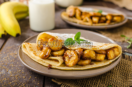 pancakes stuffed with bananas