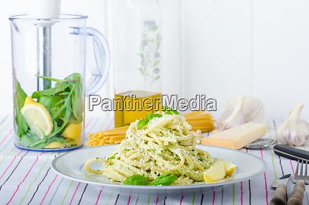 macaroni with pesto