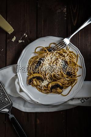 whole grain spaghetti with mushrooms