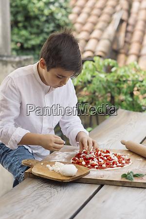 boy prepairing pizza