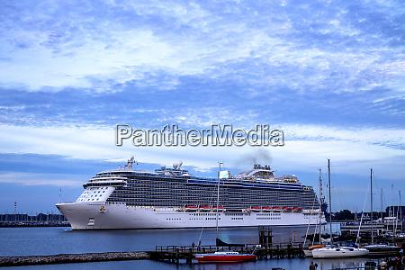 cruise liner warnemuende rostock germany