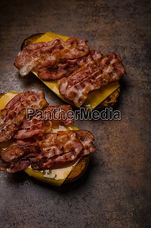 cheese bread roasted with bacon