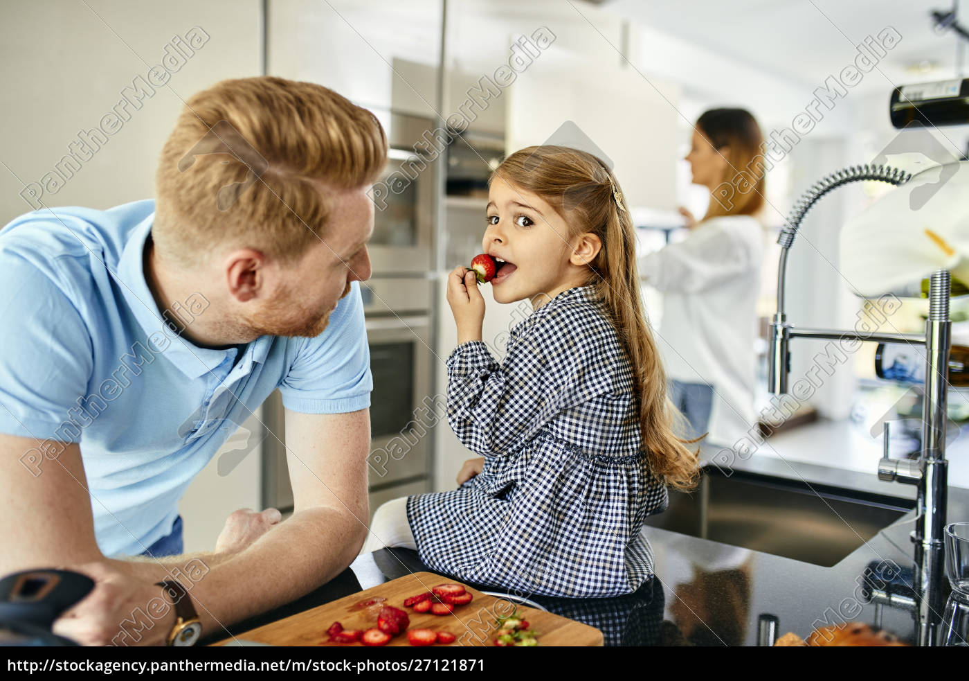 happy, family, eating, fresh, strawberries, in - 27121871