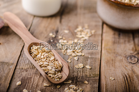 raw oatmeal product
