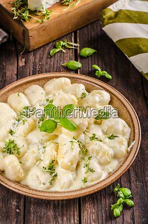 cheese gnocchi with blue cheese sauce