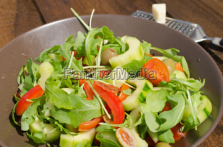 arugula salad with tomatoes olives and