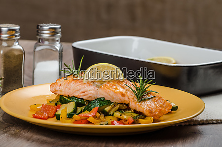 salmon baked with thyme and mediterranean