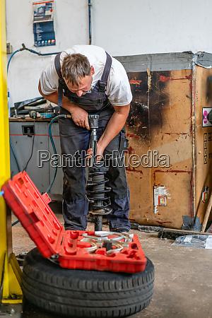 auto mechanic repairs car 33