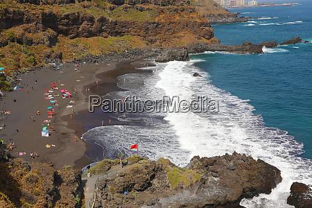 playa de el bollullo black volcanic