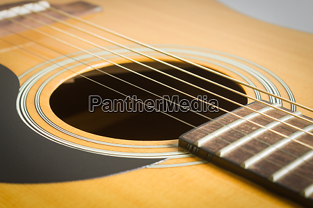 sound hole and acoustic guitar string