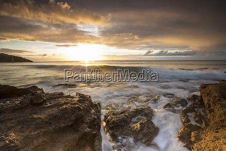 the last sunbeams on the cliffs