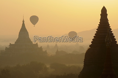ballooning in the early morning over