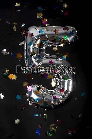 silver balloon and confetti for 5th