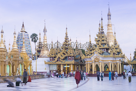 devotees paying obeisance at the shwedagon