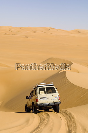 suv on sand dunes erg awbari