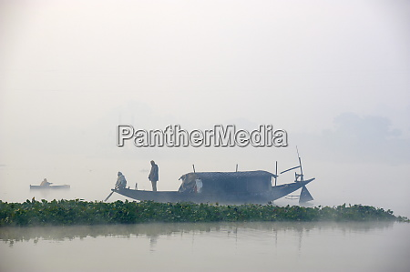 boat on the hooghly river part