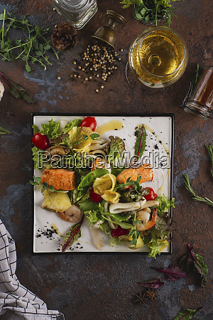 seafood salad with white wine