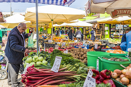 a fruit and vegetable stall at