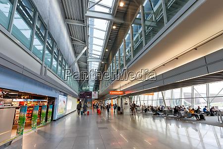 warsaw warszawa airport terminal