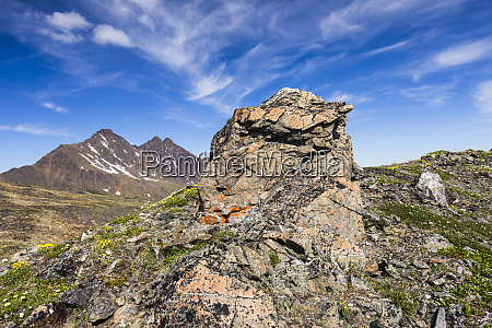 rock outcropping along the pioneer ridge