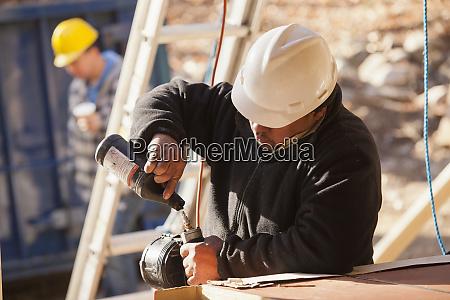 carpenter lubricating nail gun