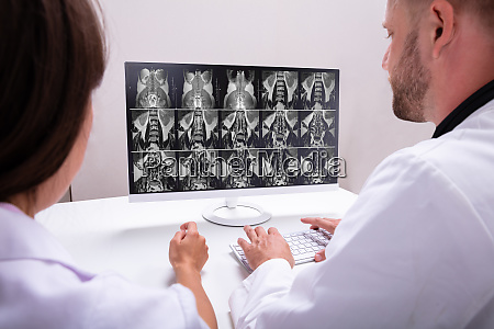 doctors looking at an mri scan