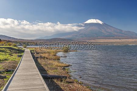 japan yamanashi lake yamanaka mt fuji