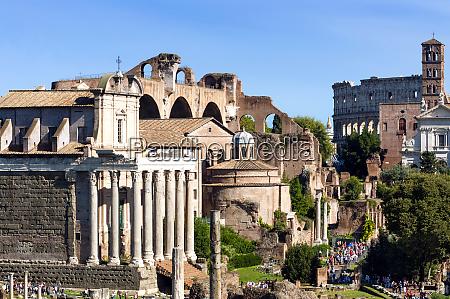 temple of antoninus and faustina basilica