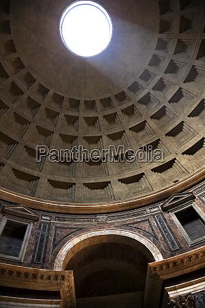 sunbeam through oculus ceiling hole pantheon