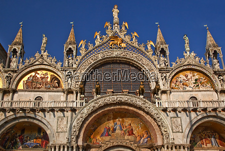 saint marks basilica cathedral church statues