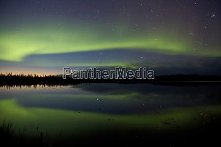 usa alaska bettles aurora borealis reflects