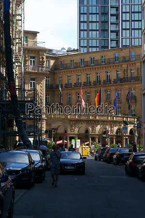 road to he imperial square frankfurt