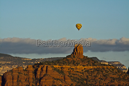sunrise hot air balloon chimney rock