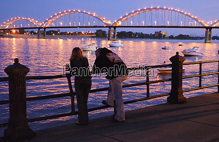 davenport iowa rock island centennial bridge