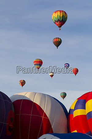 balloons lifting for the mass ascension