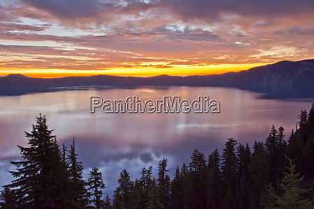 sunrise crater lake and wizard island