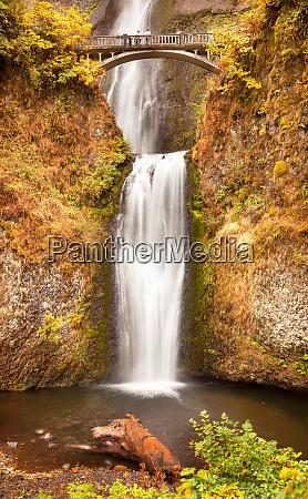 multnomah falls autumn bridge columbia river