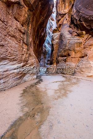 entrance to buckskin slot canyon in