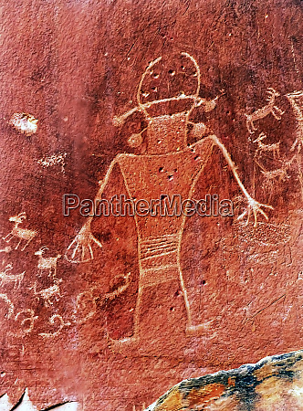 native american fremont petroglyphs carvings in