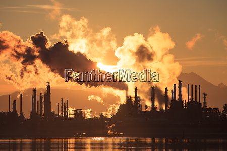 shell puget sound oil refinery with