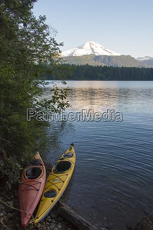 usa washington state kayaks tethered at
