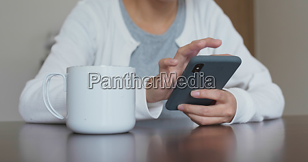woman use of cellphone at home