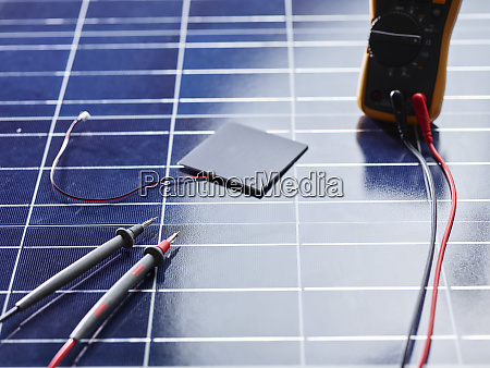 silicon solar cell with wires on