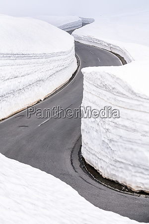 empty mountain pass road in winter