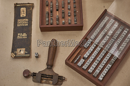tools for embossing spine of a