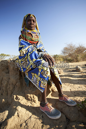 traditional muhila wearing her sneakers