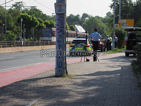 police with speed camera in duesseldorf