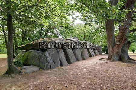 dolmen la roche aux fees brittany